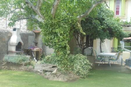 Charmante maison 4/5 personnes avec piscine - Montredon-des-Corbières - Дом