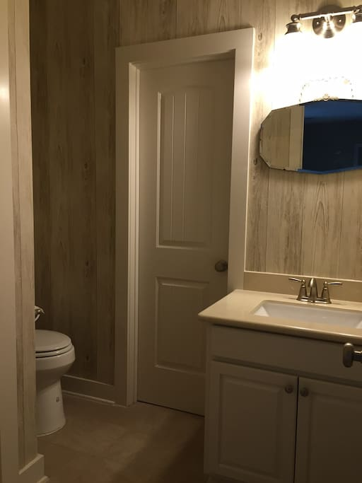 Shares a bathroom with adjacent Upstairs bedroom