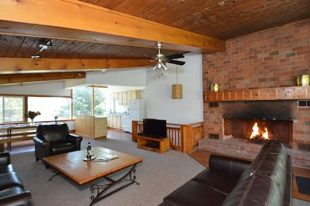 BEAUTIFUL BLUE MOUNTAIN COTTAGE - Collingwood - Chalet