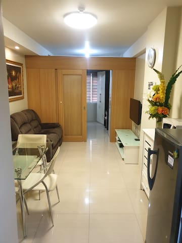 Relaxing 1 BR Condo -5 mins walk to MOA