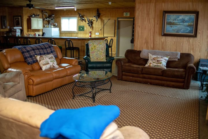 Lodge that sleeps 16 convenient to Reelfoot Lake