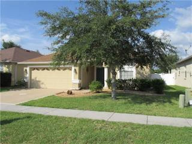 Close to Wiregrass Mall &More - Wesley Chapel - Casa