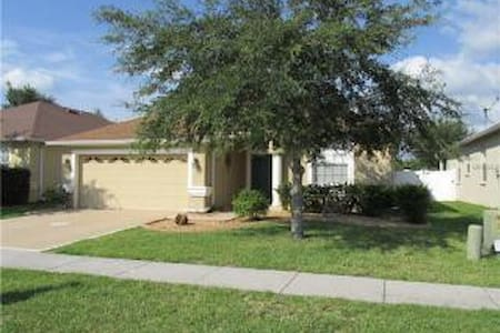 Close to Wiregrass Mall &More - Wesley Chapel - House