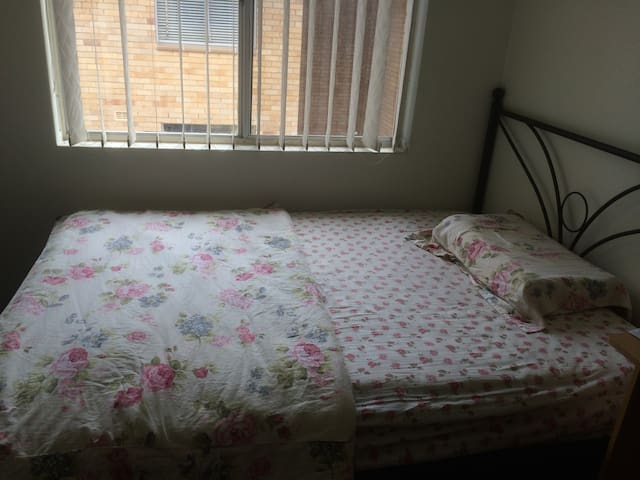 spacious single room with furniture - Strathfield - Lainnya