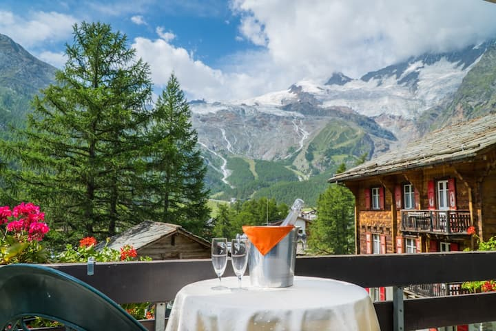 Penthouse Apartment with Spa Access, Glacier View