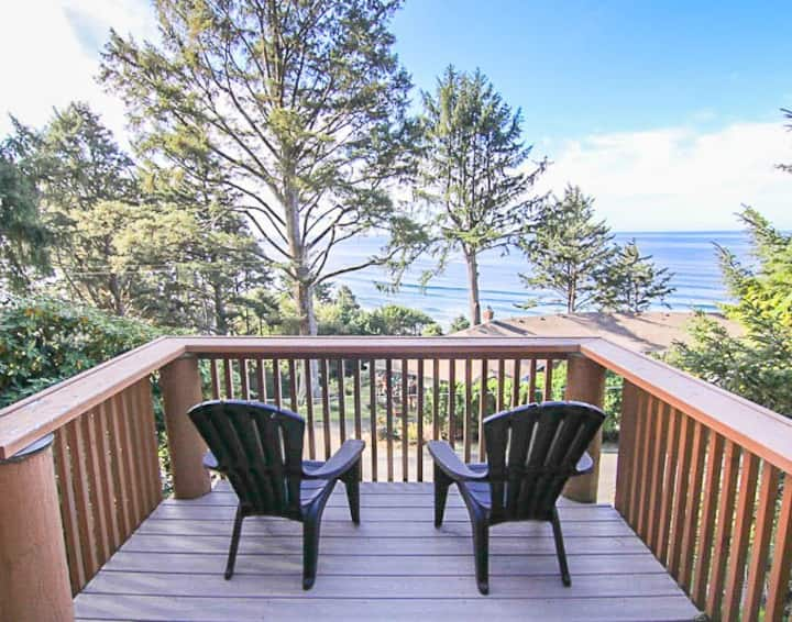 Log Cabin Above the Pacific is Perfect Romantic Retreat with Ocean Views!