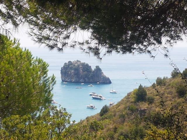 La Casa dei Mori overlooking the sea