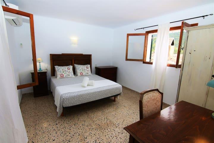 Dormitorio doble / Double room