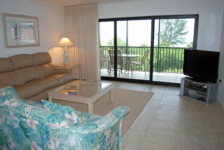 Bandy Beach A201: 3 Bedroom w/View of Gulf - Sanibel