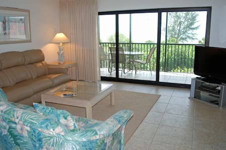 Bandy Beach A201: 3 Bedroom w/View of Gulf - Sanibel - Appartement