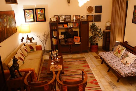 Bedroom with Bath - Heart of Delhi - New Delhi