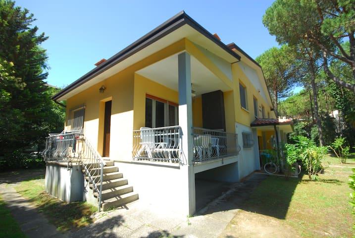 Villa Patrizia - double house with large garden