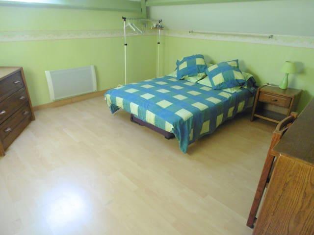 Chambre meublée de 12 m3 au 1er ét.