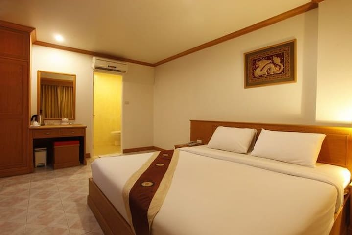 Nice clean room in best location - Patong Beach