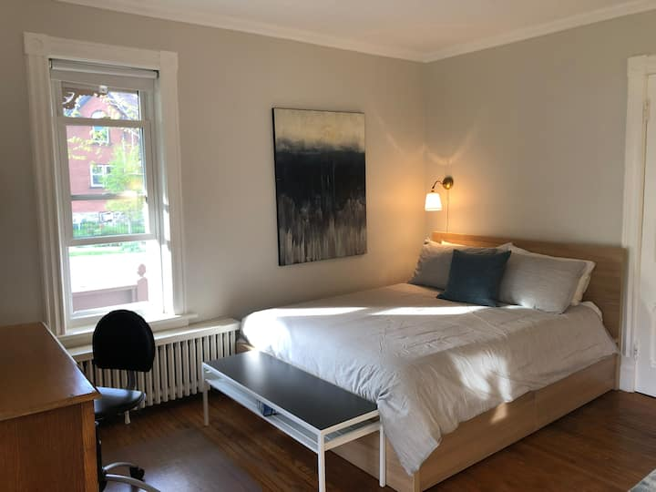 Self-Contained, Lovely, Warm Studio Apt with Porch