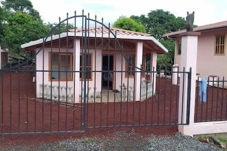 2 bedroom house in rainforest - El Castillo - House