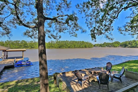 Spacious Family-Friendly Home on Lake Livingston!