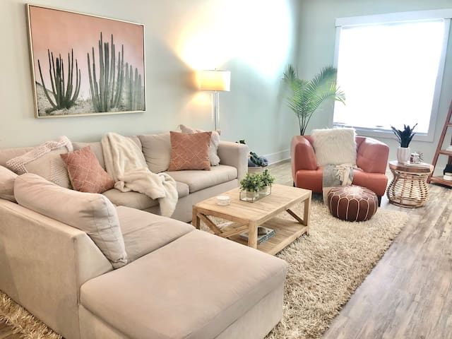 Turquoise Townhome - Minutes from Beach!