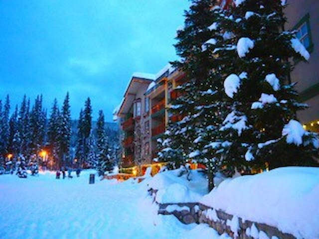 Fireside Lodge ski in/out 1 bedroom - Sun Peaks