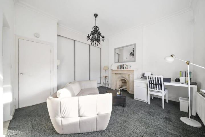 A sunny studio flat in Randolph Avenue, Maidavale