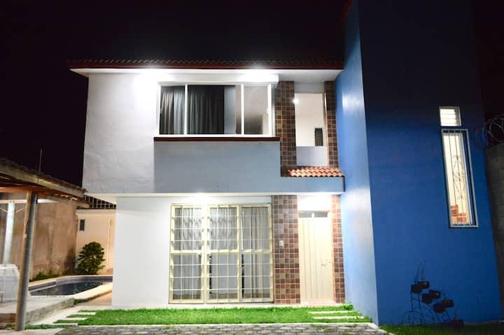 Casa Boulevard Ixtapan de la Sal con alberca.