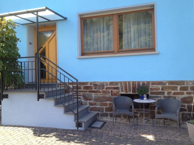 Tastefully furnished apartment 1 km from the Rhine, in a very quiet side valley