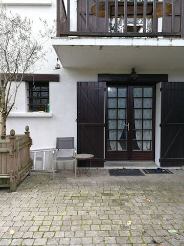 Apartment with garden for voyager solo near Paris