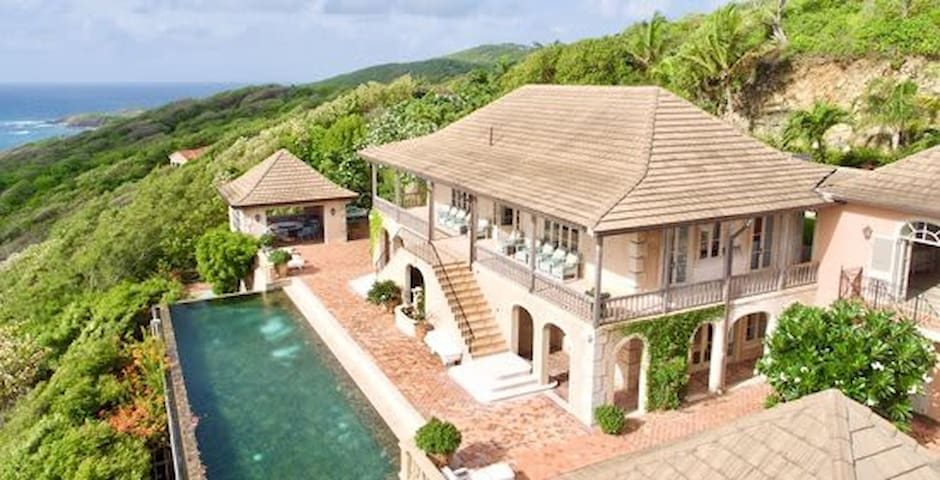 Luxurious 3 Story Villa with Pool and Tennis Court