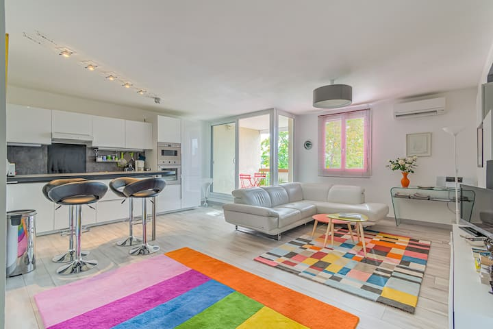 Colorful carpet apartment in Aix-en-Provence by easyBNB