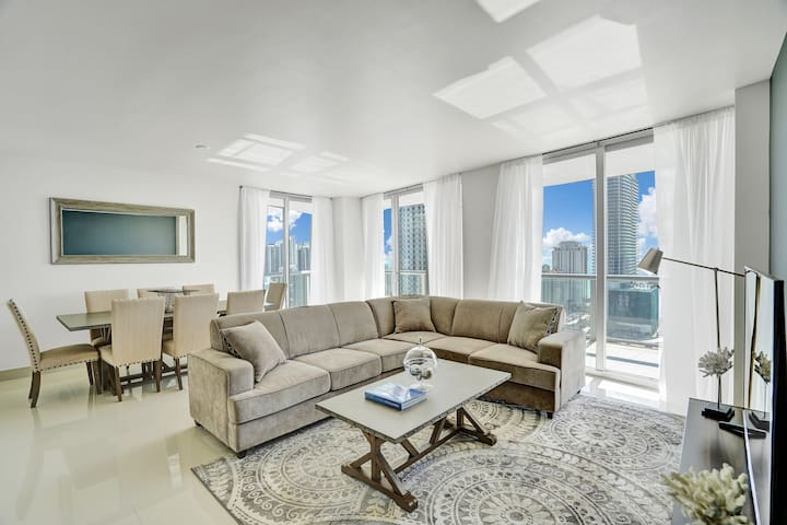 Stunning High floor 3Bedrooms/3Bath  Waterfront