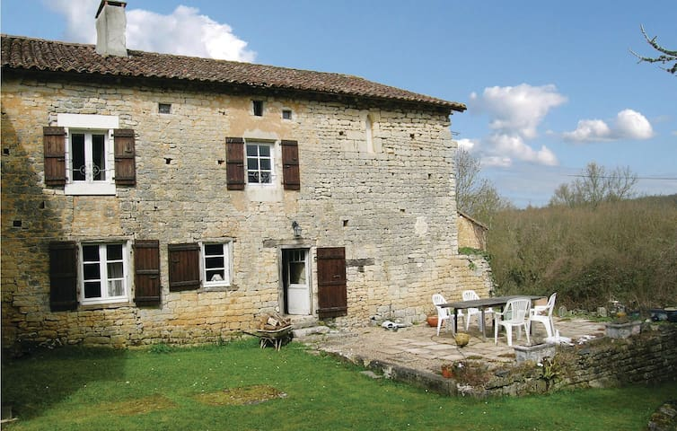 Holiday cottage with 2 bedrooms on 143m² in Beaulieu sur Sonnette