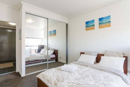 Master Room with private bathroom in Resort Block - Parramatta