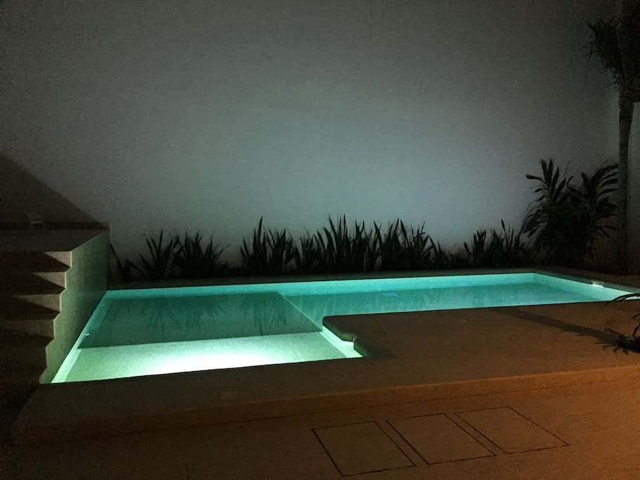 Common pool (night time)