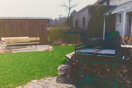 Zwei Zimmer - Wohnung mit Garten und Stellplatz - Eichstätt - Huoneisto