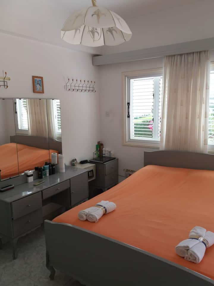 Entire 2 bed rooms family place 1350 m from sea