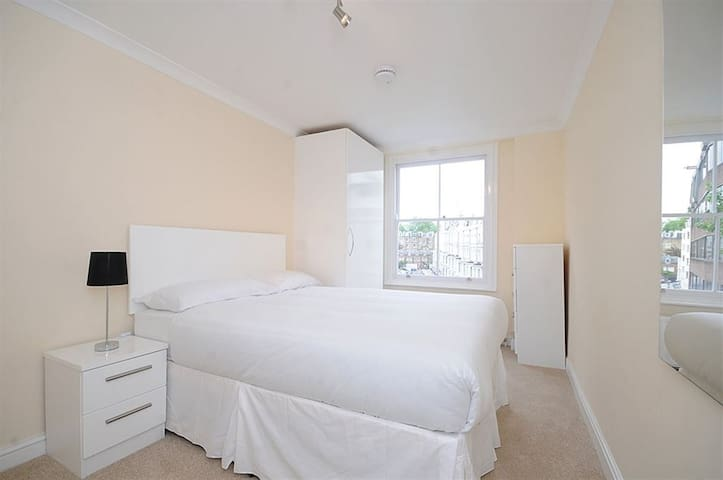 1 Bedroom Apt - ZONE 1!! - Hyde Park
