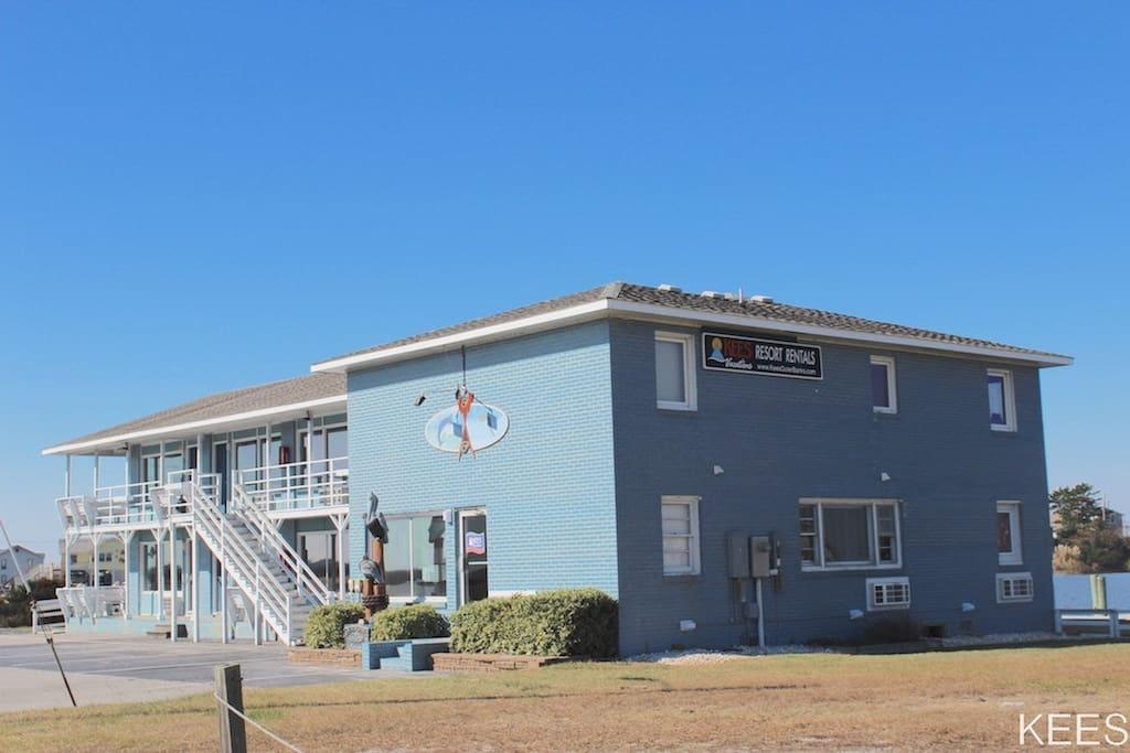 Fin n Feather Waterside Inn at 7740 S. Va Dare