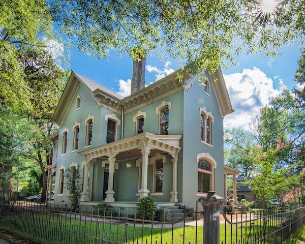 Mills-Davis House Downtown • Rivermarket/Breweries