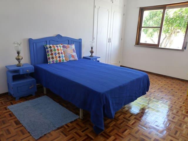 Quarto azul/The blue room/La chambre bleue