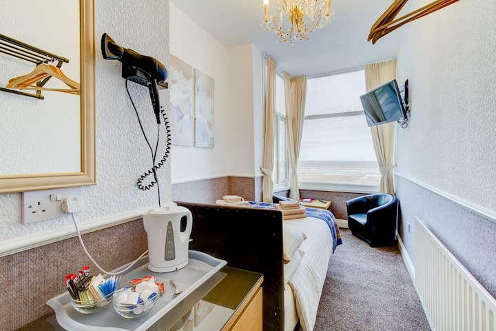 Double Room with Fantastic Sea-Views.