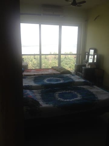 cozy  private room  in 2bhk with sea view facing - 孟買 - 公寓
