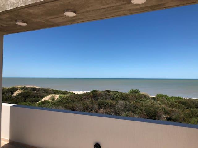 Frente a la playa-Cochera cubierta - Pileta