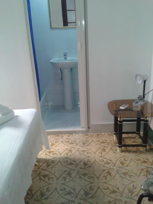 Baño independiente en la habitación