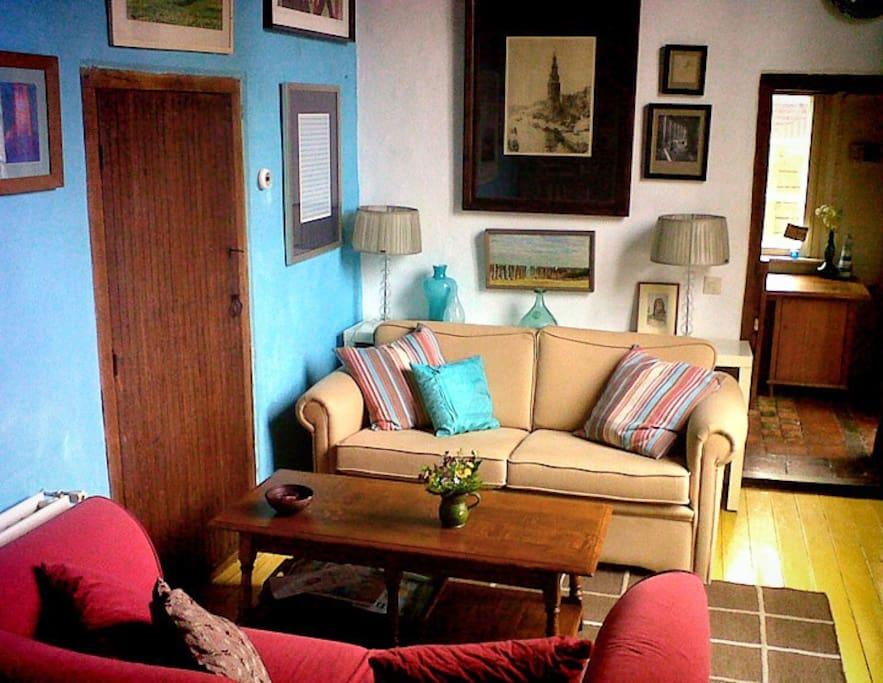 lounge with cable tv NL: zitkamer met kabel-tv DE: Wohnzimmer mit Kabel-TV
