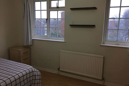 One spacious Double and One single Bed to Rent - Sutton
