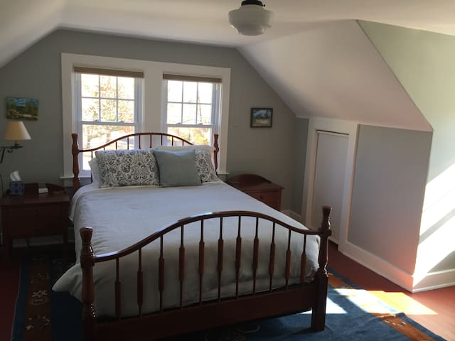 Lovely suite: 2 bedrms, kitchenette, private bath - Easton