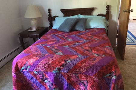 Cozy full size bed - Patchogue - Haus