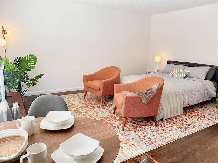 Bright Furnished Studio in the Heart of WeHo!