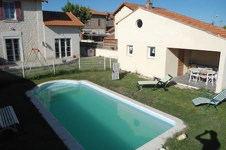 Maison avec piscine en Camargue - House