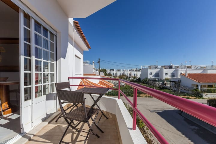 1 bedroom apartment 5 minutes from the beach